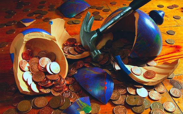 Поново спасавамо финансијске бизнисмене, банке, које су Грцима давале позајмице и притом изгубиле. А сад хоће да их неко спаси за наш рачун и за рачун становништва Грчке