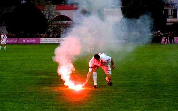 blusrcu.ba-PONOVILA SE BANJALUKA: Prekinuta utakmica Zrinjskog i Vele�a (FOTO + VIDEO)
