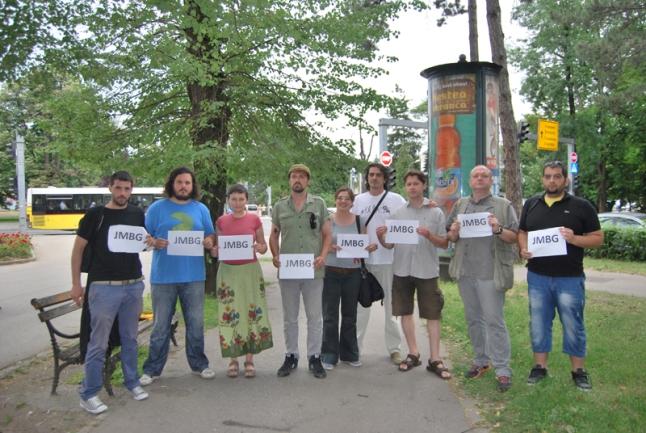 blusrcu.ba-FOTO/ SARAJEVSKI PROTESTANTI PORUČILI IZ BANJALUKE: Ako se poslanici osjećaju nesigurno u Sarajevu, mi se osjećamo sigurno u Banjaluci!