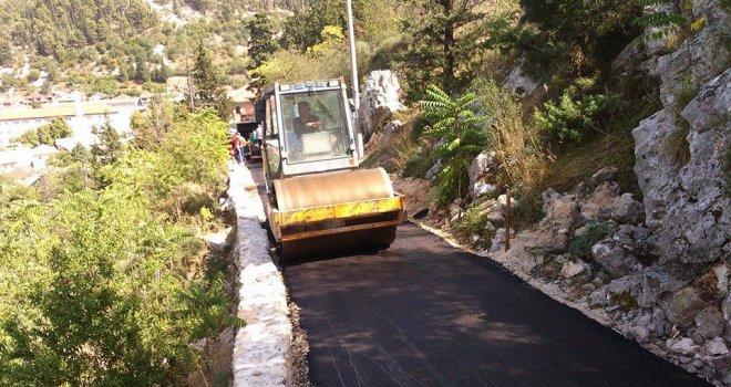 Narušio zaštićeni nacionalni spomenik: Načelnik Općine Stolac asfaltira put do Starog grada